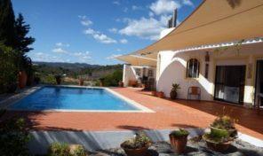 Villa V3 avec grand terrain proche Santa Catarina