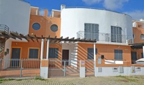 Maison jumelée T4 avec belles vues à Olhão