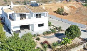 Villa V3+1 rénovée sur terrain de 1272m2 proche Lagos
