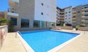 Appartement T2 avec piscine, garage et salle de sport à Lagos