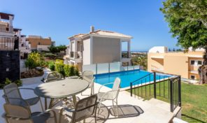 Villa jumelée T2 avec garage et vue mer à Albufeira
