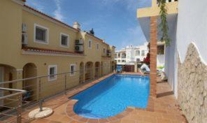 Maison jumelée T3 avec piscine commune à Espiche
