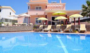 Villa V4 avec garage à 180 mètres de la plage à Albufeira
