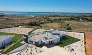 Villa V3 moderne proche mer avec grand terrain et piscine chauffée