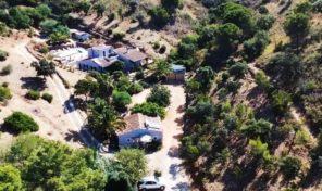 Propriété avec annexes et grand terrain proche Tavira