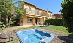 Villa jumelée V3 avec jardin privé dans le resort de Golf Boavista