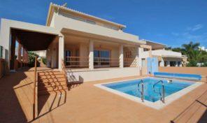 Villa V3 avec garage et piscine proche Lagos et Golf