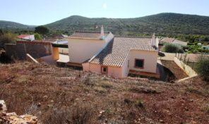 Maison rénovée T3 avec grand terrain à la campagne en Algarve