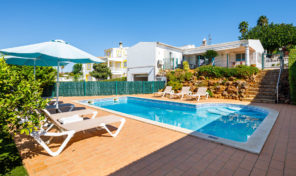 Villa V3+1 avec piscine et garage à Guia