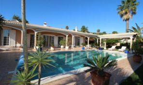 Villa V4 avec jardin arboré et garage proche Lagos