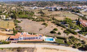 Villa V3+1 avec piscine et garage proche du village de Porches