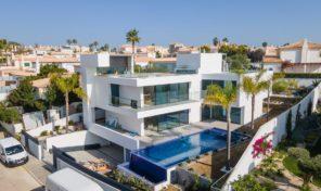 Villa ultra moderne V4 avec garage à Albufeira et vue mer