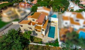 Maison V5 avec piscine et garage proche Olhos de Agua