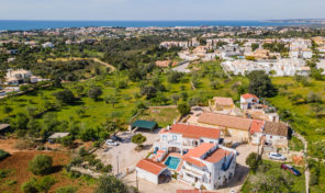 Villa rénovée V4 avec garage et vue mer à Albufeira