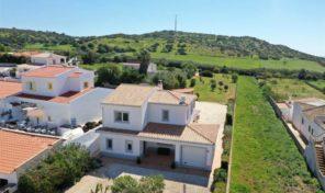Villa T3 avec 2 annexes et vues campagne proche Salema
