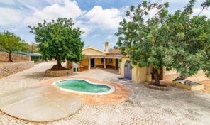 Villa V3 sur terrain de 5530m2 proche São Bras de Alportel