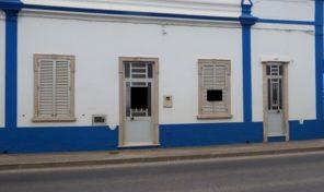 Maison T2 avec cour et toit terrasse à Luz de Tavira