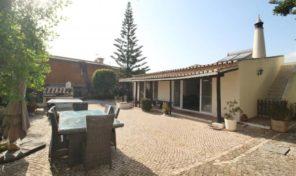 Villa plain pied V4 avec piscine chauffée en Algarve