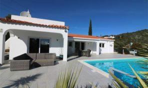 2 villas avec piscines privées à Santa Barbara de Nexe