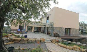 Villa avec piscine naturelle et grand terrain proche Tavira