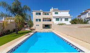 Villa V4 piscine et sous sol aménagé proche Albufeira