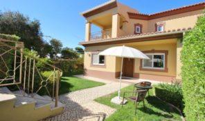 Villa mitoyenne T3 avec jardin privé et garage dans golf Boavista