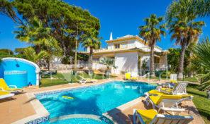 Villa V4+3 garage et piscine proche golf Vila Sol