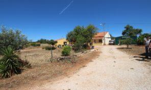 2 maisons sur grand terrain proche golf en Algarve