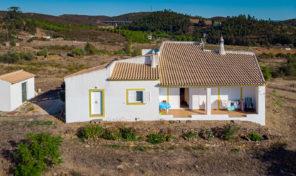 Maison avec terrain de 7400m2 proche S. Bartolomeu de Messines