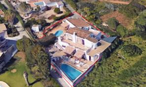 2 villas traditionnelles avec piscines proche village de Burgau