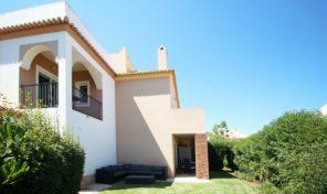 Villa jumelée T3 dans beau complexe à Meia Praia