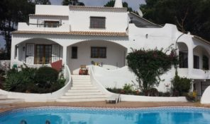 Villa V4 sur les hauteurs à Quinta do Lago