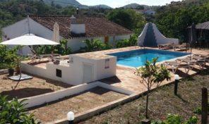 Cottage V2 avec dépendances et beau terrain proche Santa Catarina