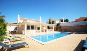 Villa V3+1 avec garage et piscine à Praia da Luz